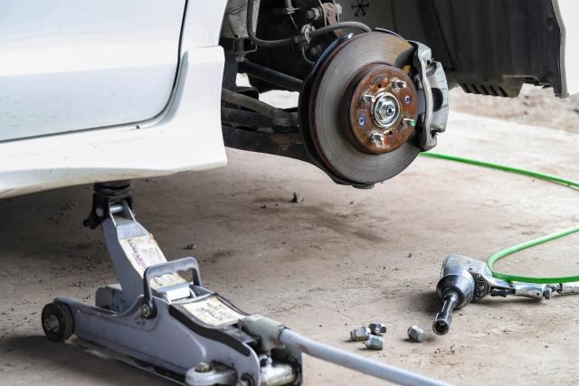 ワゴンR(スズキ)のロアアーム交換でボルト固着で外れない時の対処法